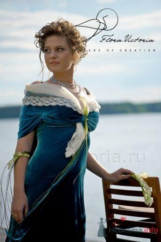 Элегантное украшение на руку, на платье и дугообразный букет - фото 1332 Cвадебная флористика и декор событий FloraVictoria