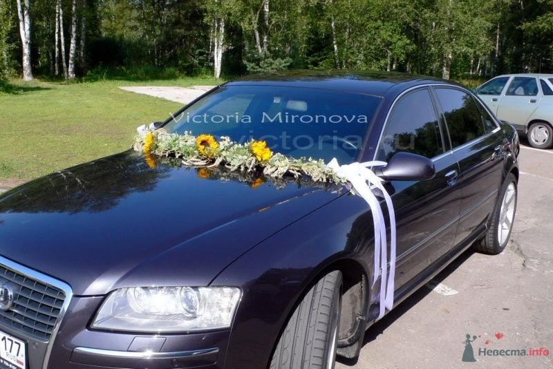 Украшение автомобиля цветами - фото 29419 Cвадебная флористика и декор событий FloraVictoria