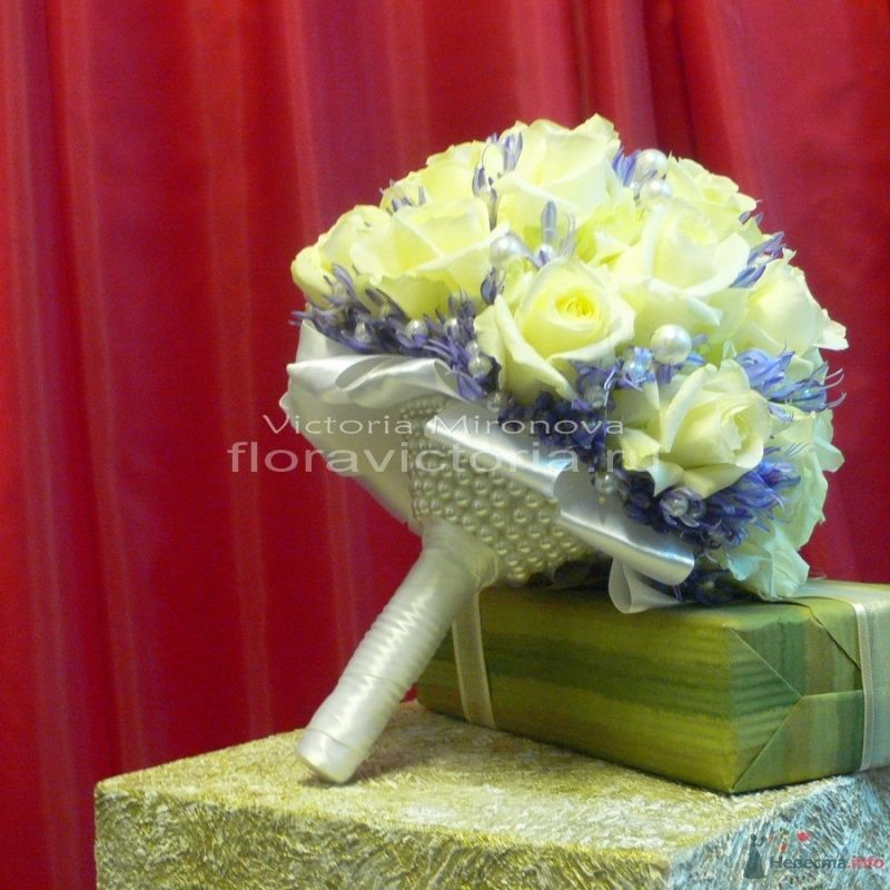 Букет невесты с жемчужным декором