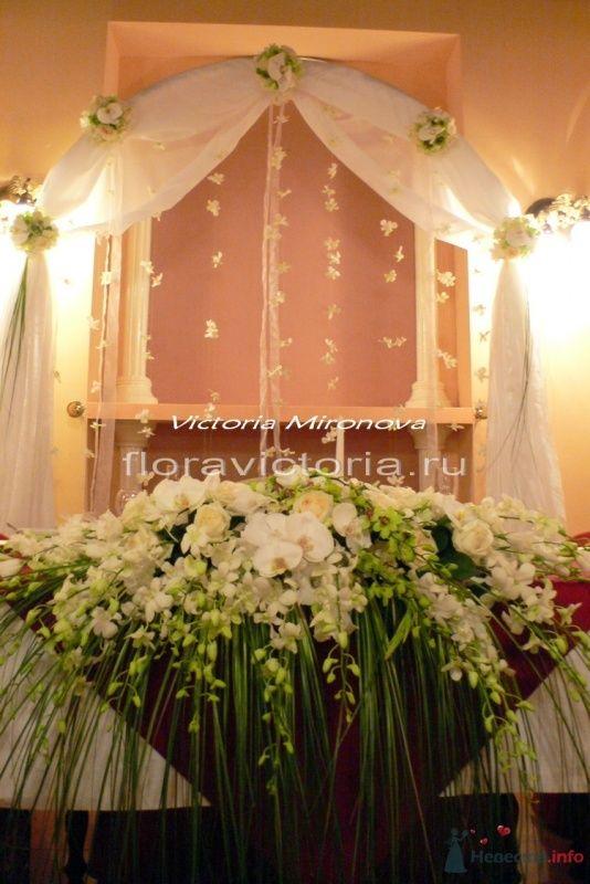 Украшение президиума аркой и цветами - фото 36289 Cвадебная флористика и декор событий FloraVictoria