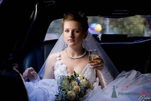Фотография невесты в автомобиле - фото 1347 Невеста01