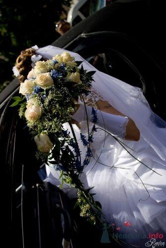 Невеста со свадебным каскадным букетом из белых роз - фото 1348 Невеста01