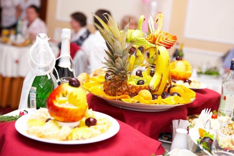 фруктовый шедевр на столе молодых. - фото 45689 Мissis Kейт