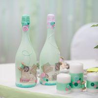 Свадебные аксессуары. Свадебное шампанское и семейный очаг для мятно-розовой пуговичной свадьбы