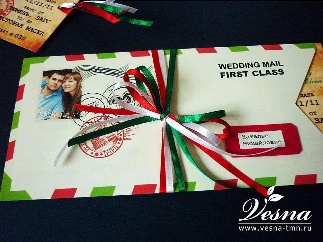 Приглашения «Итальянская свадьба» Конверт выполнен из тонкой бумаги. На конверте напечатаны рисунок в стиль свадьбы имена молодоженов и дата свадьбы.  Карточка-вкладка выполнена в виде билета на самолет из толстой бумаги. - фото 10516086 Vesna-Art - аксессуары для свадьбы
