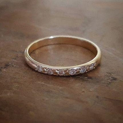Классическое обручальное кольцо с бриллиантами