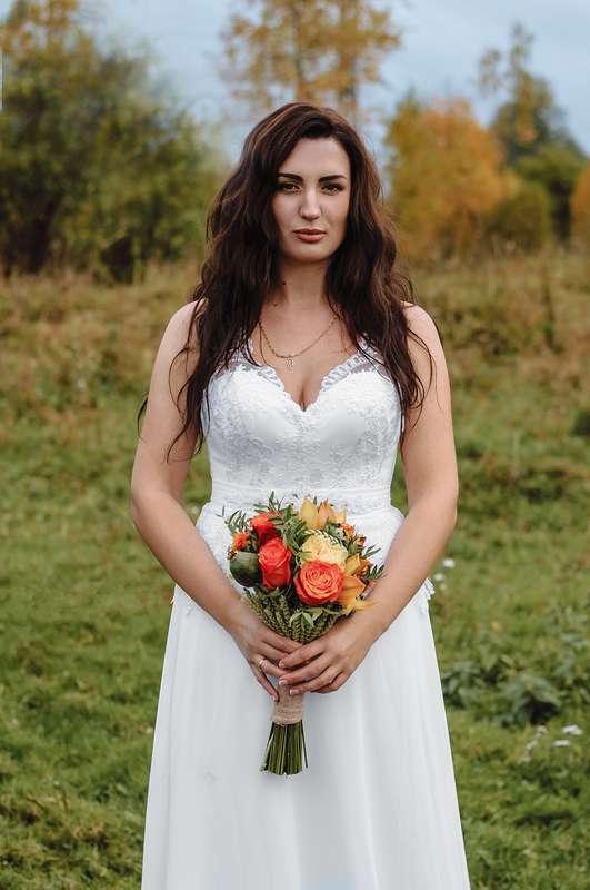 Планируешь свадьбу в 2018 году? Не знаешь как выбрать букет невесты? Я рада тебе в этом помочь!!! С огромным удовольствием создам букет твоей мечты!  Осенний букет и сопровождение фотосессии для прекрасной невесты Марии. - фото 16949196 Флорист Anna Zverkova