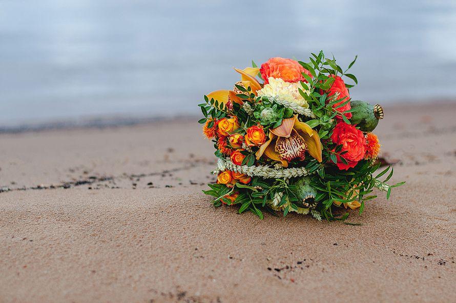 Планируешь свадьбу в 2018 году? Не знаешь как выбрать букет невесты? Я рада тебе в этом помочь!!! С огромным удовольствием создам букет твоей мечты!  Осенний букет и сопровождение фотосессии для прекрасной невесты Марии. - фото 16949208 Флорист Anna Zverkova