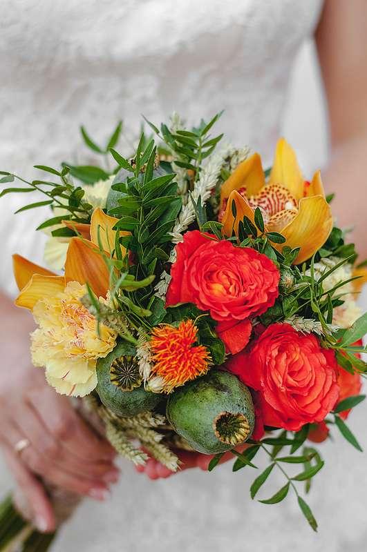 Планируешь свадьбу в 2018 году? Не знаешь как выбрать букет невесты? Я рада тебе в этом помочь!!! С огромным удовольствием создам букет твоей мечты!  Осенний букет и сопровождение фотосессии для прекрасной невесты Марии. - фото 16949210 Флорист Anna Zverkova