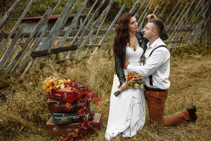 Планируешь свадьбу в 2018 году? Не знаешь как выбрать букет невесты? Я рада тебе в этом помочь!!! С огромным удовольствием создам букет твоей мечты!  Осенний букет и сопровождение фотосессии для прекрасной невесты Марии. - фото 16949230 Флорист Anna Zverkova