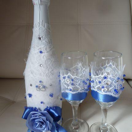 Свадебные фужеры и бутылки шампанского