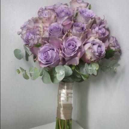 Свадебный букет из сиреневых роз