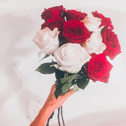 Букет из роз двух цветов