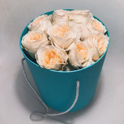 Букет с пионовидными розами в подарочной коробке