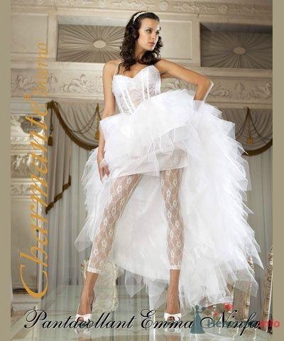 """Невеста в пышном коротком свадебном платье и в белых кружевных леггинсах - фото 1823 Сеть супермаркетов белья и колготок """"Стильпарк"""""""