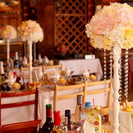 Стойка с цветами на гостевые столы