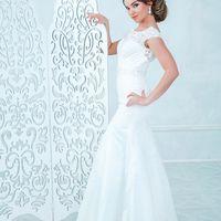 Прическа, макияж, заколка: Арина Курбатова |   Фотограф: Светлана Константинова |  Модель: Вероника |  Свадебные платья: Пион |