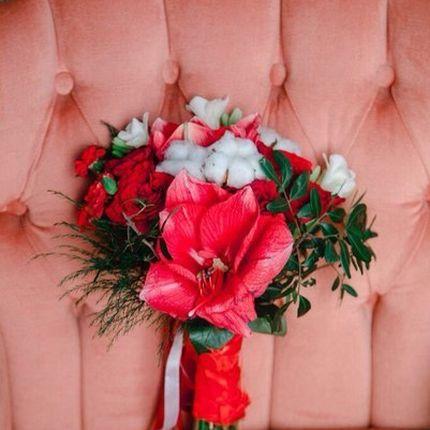 Букет невесты в красных оттенках