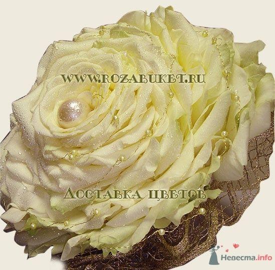 Букет невесты Гламелия из белых роз