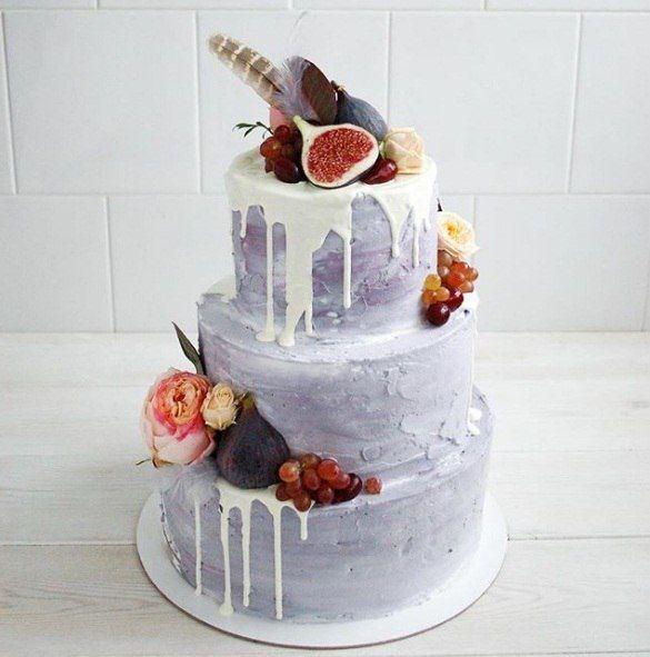 Многоярусный свадебный торт с фруктами