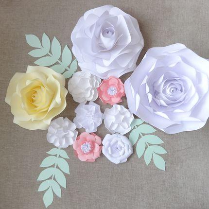 Композиция из бумажных цветов