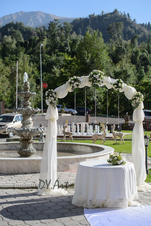 Аренда арки с живыми цветами для церемонии регистрации