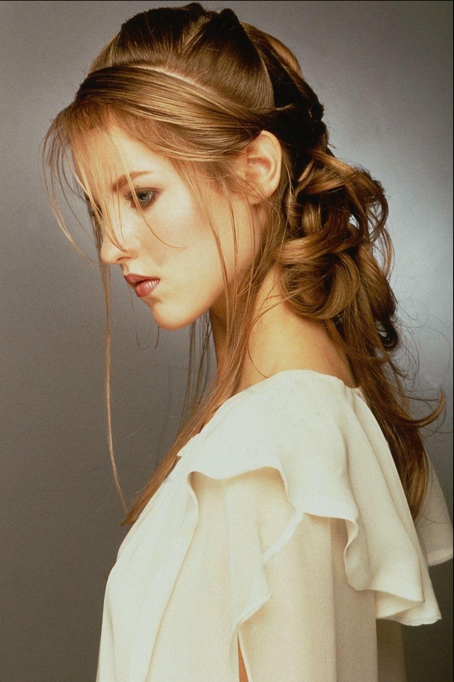 Прически для молодых девушек на длинные волосы фото