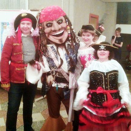 """Шоу """"Как справляют свадьбу пираты"""""""
