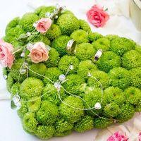 Зелёное сердце из хризантем для колец