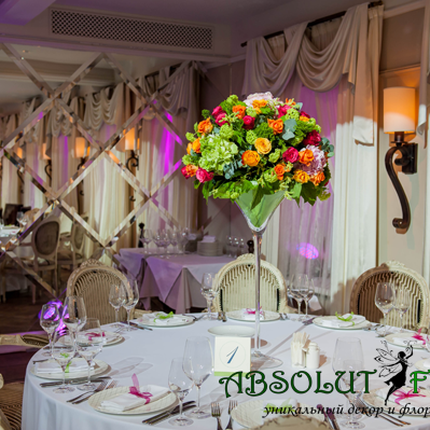 Композиция из цветов на стол гостей