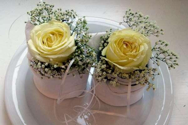 Кремовые розы и гипсофила.  - фото 2587501 Цветочный магазинчик - услуги оформления