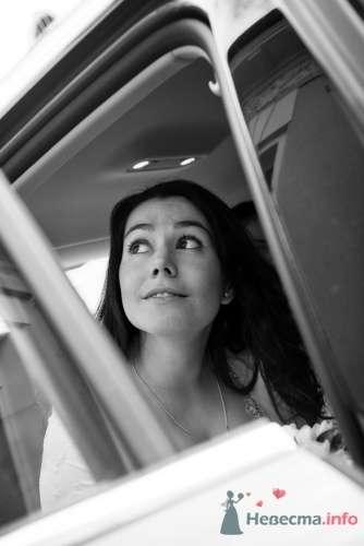 Невеста в окне автомобиля около Грибоедовского ЗАГСа - фото 4487 Фотограф Владимир Будков