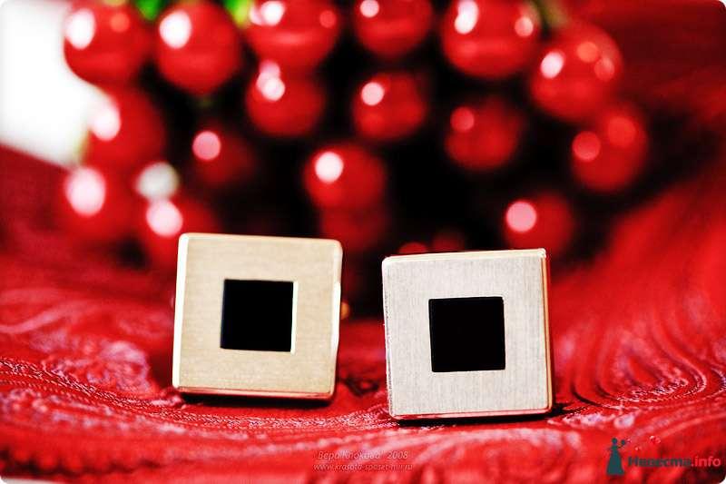 Позолоченные запонки с черными квадратами внутри - фото 98683 Chanel№5
