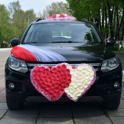 Свадебные украшения на машину напрокат в красно-кремовом цвете