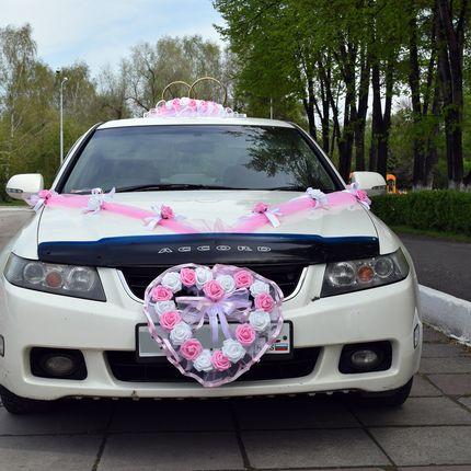 Свадебные украшения на машину напрокат в розовом цвете