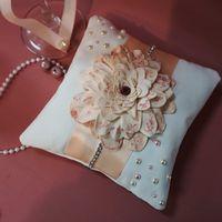 Подушечка для колец в персиковом цвете. Цена 700 руб.