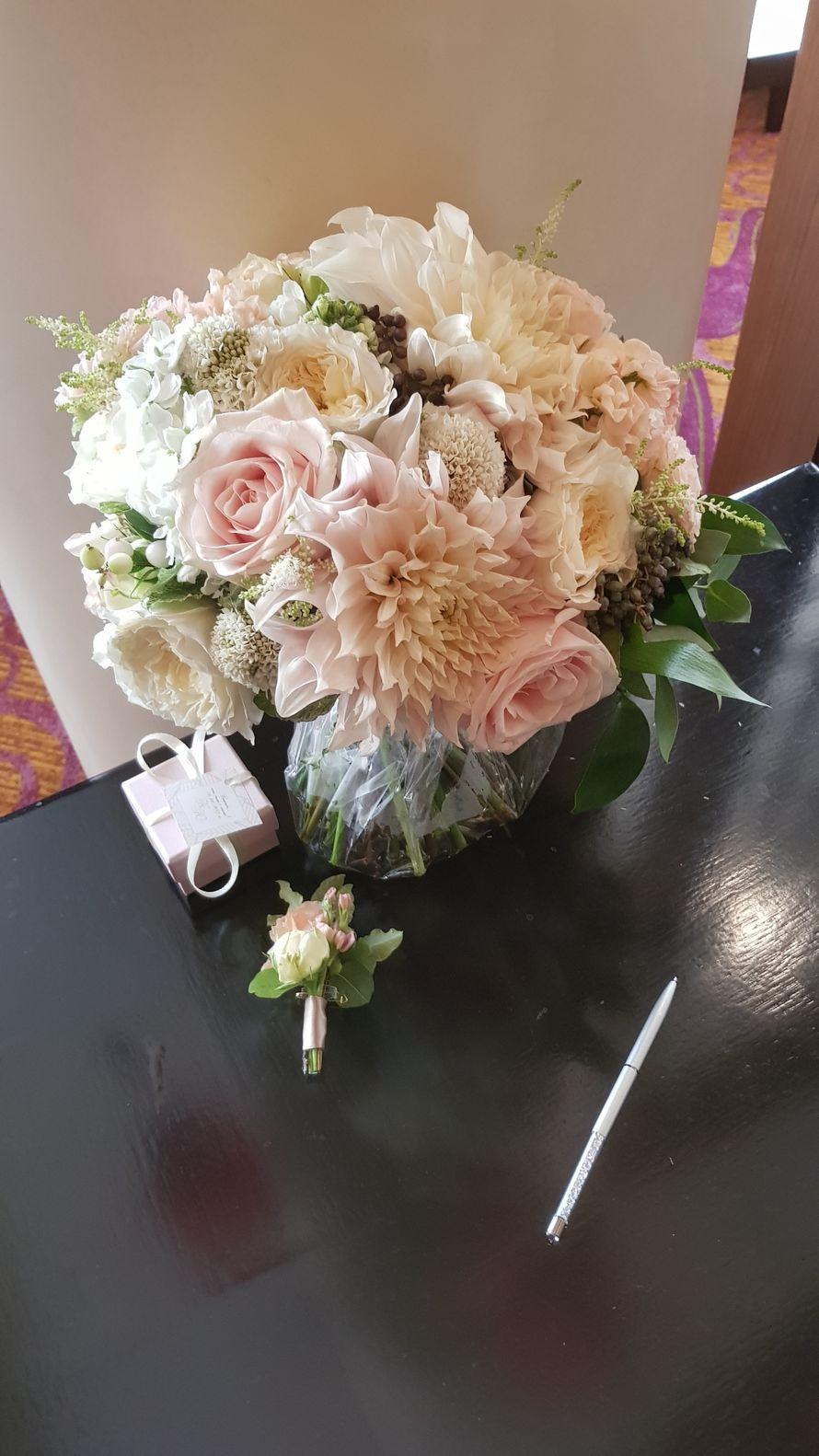 Букет невесты и бутоньерка - фото 17397326 Flower jewelry - студия оформления