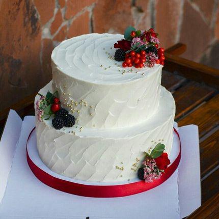Свадебный торт с кремовым покрытием