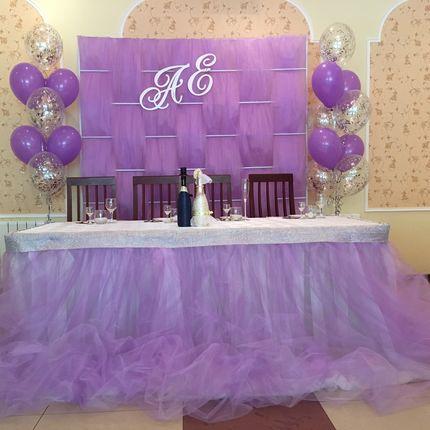 Оформление зала в фиолетовом цвете