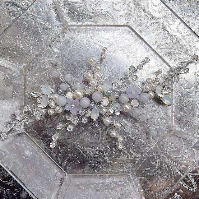 Веточка в волосы в серо-голубом оттенка. Стоимость 1650 руб. - фото 17549114 Екатерина Захарова - украшения для волос