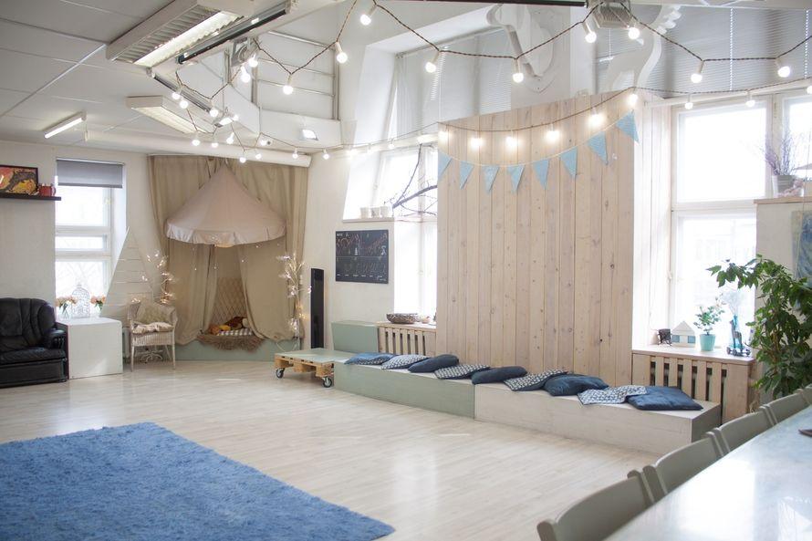 Уютный зал с камином для свадьбы в аренду