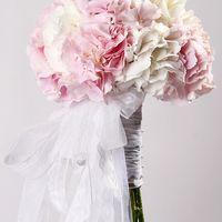 Букет невесты с гортензией.