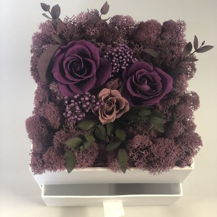 Подарочная коробка с добавлением цветов