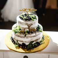 """""""Голый"""" торт с лёгким тематическим декором"""