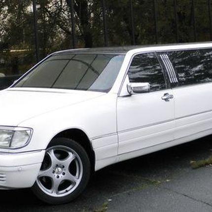 055 Лимузин Mercedes W140 S500 white в аренду
