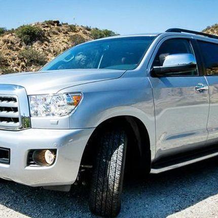 237 Внедорожник Toyota Sequoia серебристая в аренду
