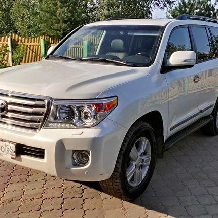 Аренда Toyota Land Cruiser 200 (белый)