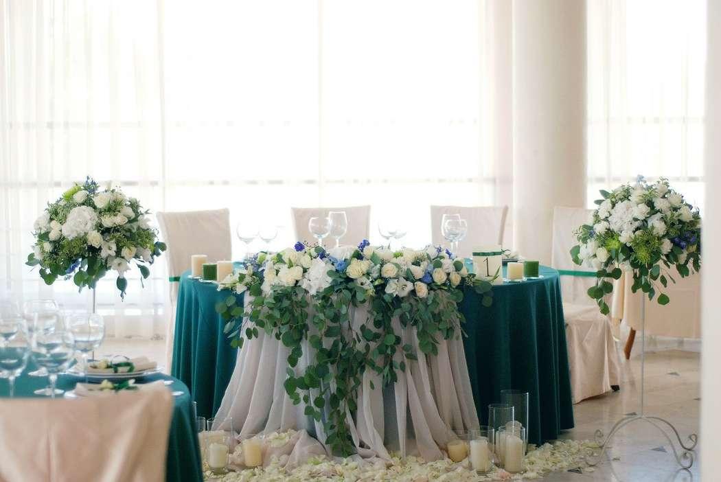 Флористическое оформление стола молодых - фото 17850064 Флорист и декоратор Kristina Kuzminova