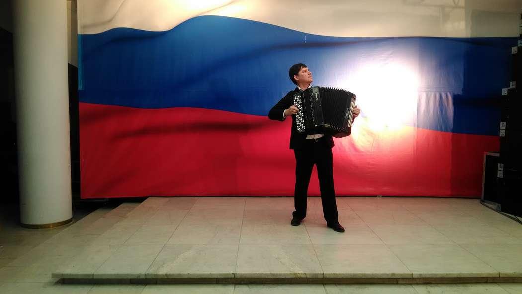 Фото 17851406 в коллекции Профессиональный поющий баянист  на юбилей - Баянист Борис Трусов