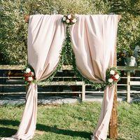 Прямоугольная деревянная арка - 6 000 p. Прямоугольная П-образная деревянная свадебная арка выполненная из состаренного бруса, прекрасно впишется в стилистику рустика и бохо. Бронирование: